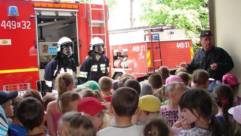 Spotkanie przedszkolaków ze strażakami